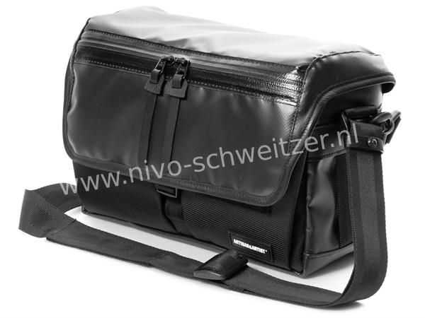 ARTISAN & ARTIST WCAM-7500 canvas/nylon camerabag, black