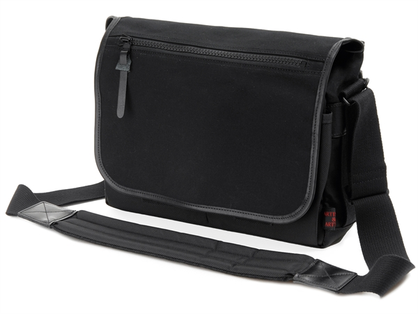 ARTISAN & ARTIST ACAM-7100 canvas/nylon camerabag, black